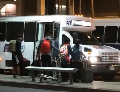 華航美洲地區處長俞智到機場迎接林書豪