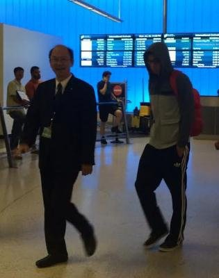 華航美洲地區處長俞智 到機場迎接林書豪