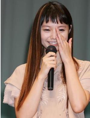 宮崎葵拭淚