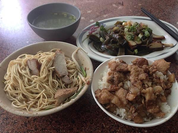 麻醬麵+小魯+小菜=在台北市要多少?鄉民熱議「公道價」