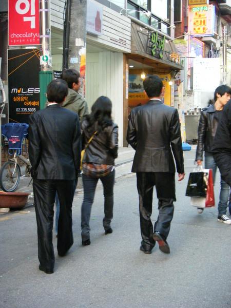 韓國連西裝也閃亮亮