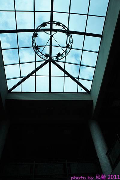 挑高玻璃天花板