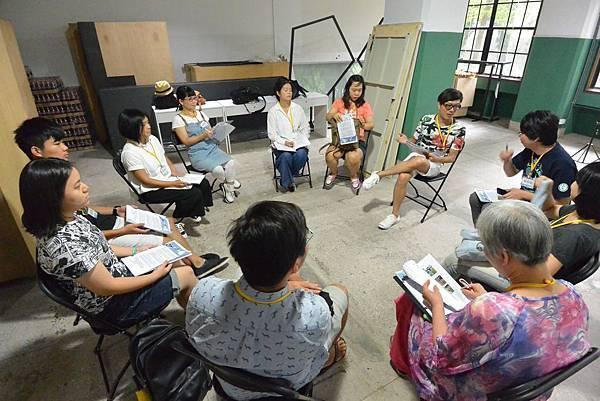 創作營學員分為5大組,每一組由一位藝術家擔任導師引導學員創作.jpg