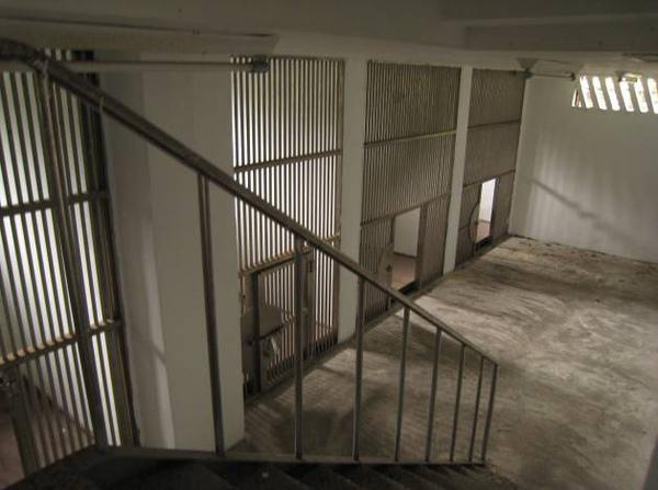 進德樓樓梯旁有一秘密禁閉室.jpg