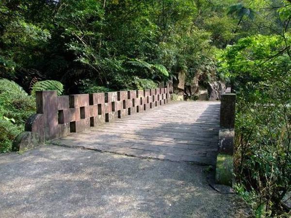 跌死馬橋,相傳百年前是木造橋,因橋身窄小濕滑,曾摔死幾隻旅經至此的馬匹因而得名。.jpg