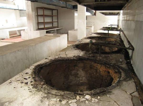 炊房的大爐子,共有24個大爐子.jpg