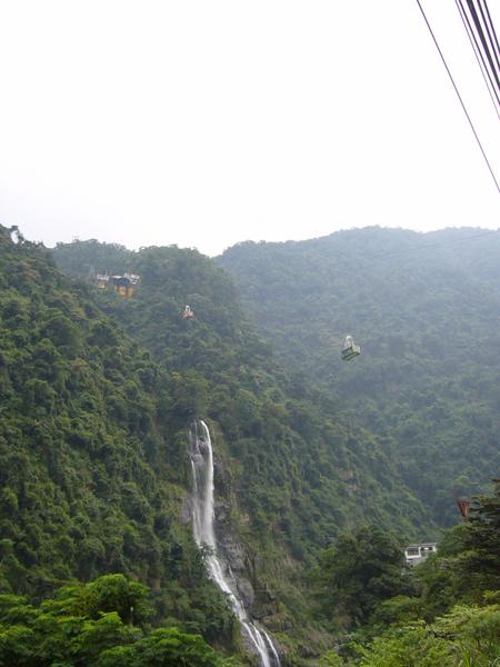 烏來溫泉與雲仙纜車一景.png