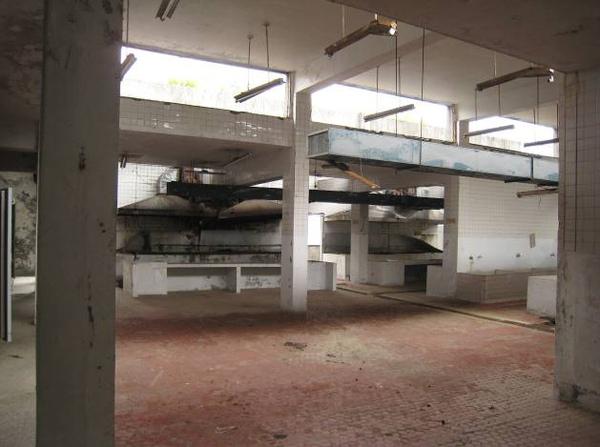 炊房相當大,除了24個大爐,另有5個大型食物料理臺,及三個大型冰儲櫃.jpg