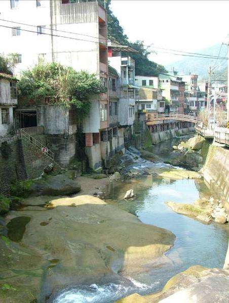 景美溪中岩石經長期侵蝕與切割,形成特殊的河道景觀.jpg