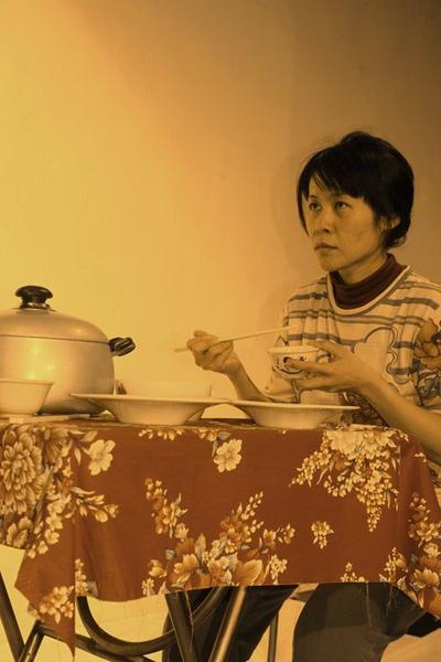 媽媽總是常煮完飯後面堆家人不理會的場面...