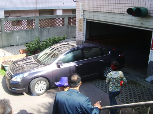 這是住戶的車   = =