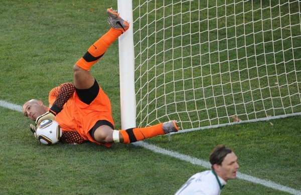 285e27ce4d266708f4806a6ac7e1f2c6-getty-fbl-wc2010-match22-svn-usa.jpg