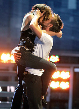 Rachel-McAdams-Ryan-Gosling-famous-kisses-812031_300_400.jpg