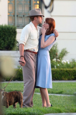 ryan_gosling_and_emma_stone_looking_better_than_in_gangster_squad_photo_1316704180.jpg