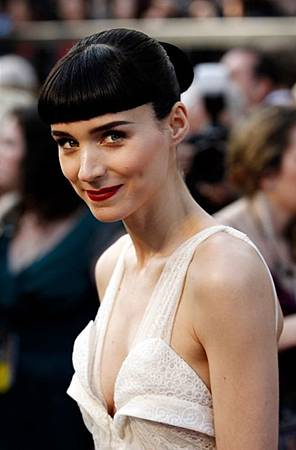 Rooney-Mara-red-carpet-oscar-academy-awards-2012.jpg