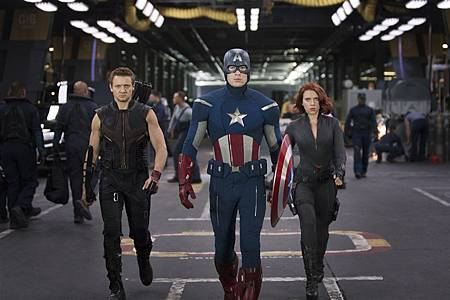 Jeremy-Renner-Chris-Evans-and-Scarlett-Johansson-in-The-Avengers-2012.jpg