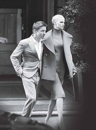 Vogue-2010-jeremy-renner-30902851-371-500.jpg