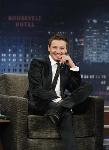 On-Jimmy-Kimmel-2010-jeremy-renner-30775585-434-594.jpg