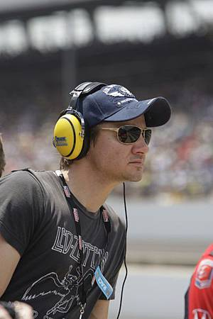 94th-Running-Of-The-Indianapolis-500-jeremy-renner-30864593-400-600.jpg
