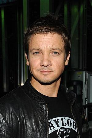 CHASE-Presents-The-Black-Eyed-Peas-and-Friends-2011-jeremy-renner-30776305-1313-1973.jpg