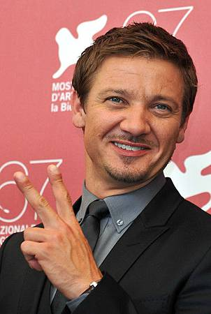 Jeremy-67th-Venice-Film-Festival-The-Town-Photocall-2010-jeremy-renner-18391363-398-594.jpg