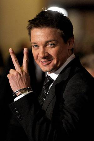 Jeremy-Renner-62nd-Annual-Directors-Guild-Of-America-Awards-2010-jeremy-renner-18391009-395-594.jpg
