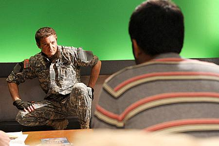 The-Hurt-Locker-photoshoot-2010-jeremy-renner-31003571-600-399