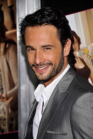 Rodrigo+Santoro+Expect+Expecting+New+York+Dxp-OkaIGodl.jpg