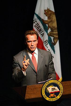 Governor+Arnold+Schwarzenegger+Discusses+State+r4PL9A28_3Vl.jpg