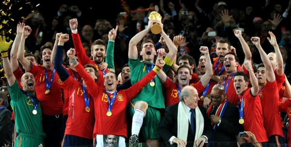 5084e22578b2088cf1ea271a2e492aab-getty-topshots-fbl-wc2010-match64-ned-esp-trophy.jpg