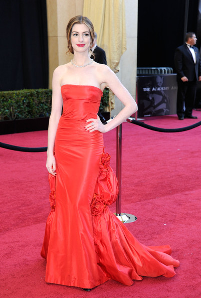 Anne+Hathaway+83rd+Annual+Academy+Awards+Arrivals+QaXDsl7CzBrl.jpg