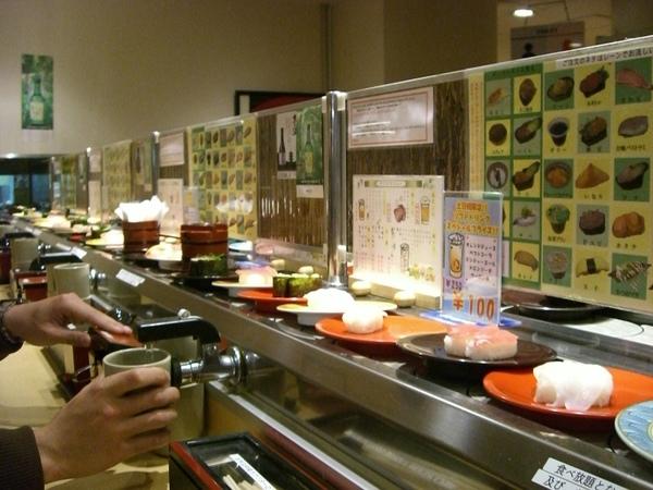 吃迴轉壽司