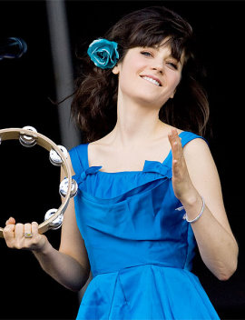 20090810-zooey-deschanel-singing-071709-lg.jpg