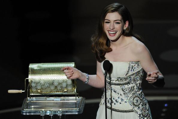 Anne+Hathaway+83rd+Annual+Academy+Awards+Show+hdPgFTdyYgNl.jpg