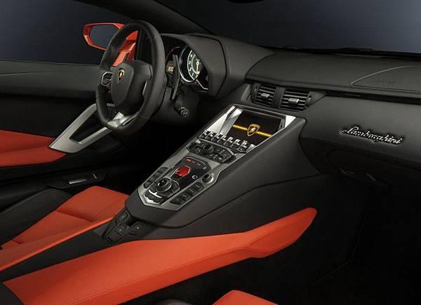 Lamborghini-Aventador-LP700-4 (5).jpg