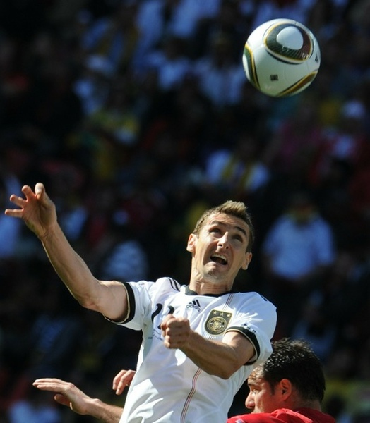 a34617340dc7bbc3651d139fe76357e7-getty-fbl-wc2010-match21-ger-srb.jpg