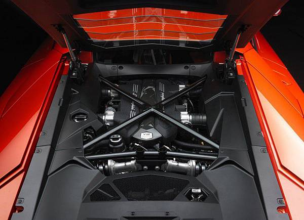 Lamborghini-Aventador-LP700-4 (3).jpg