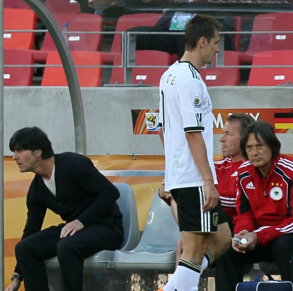 dbce7ae466d1912ff999c3f344c8353b-getty-fbl-wc2010-match21-ger-srb.jpg