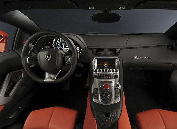 Lamborghini-Aventador-LP700-4 (4).jpg
