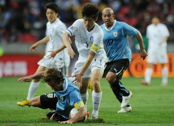 cf89ba45c3926692603642fb38175944-getty-fbl-wc2010-match49-uru-kor.jpg