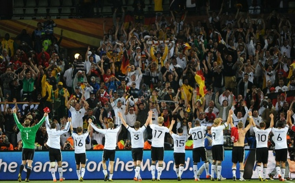 44875aeea2896219eff4f9a7293eac6a-getty-fbl-wc2010-match51-ger-eng.jpg