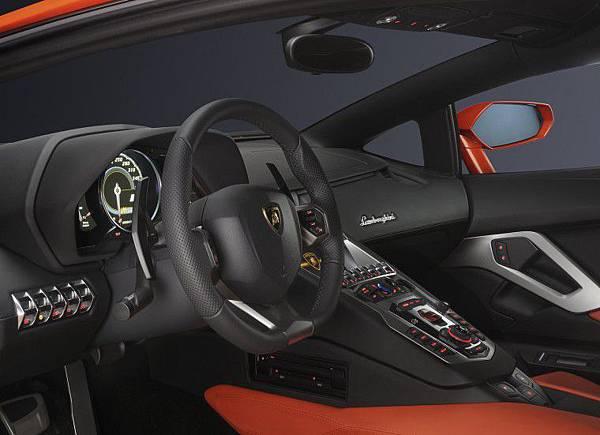 Lamborghini-Aventador-LP700-4 (6).jpg