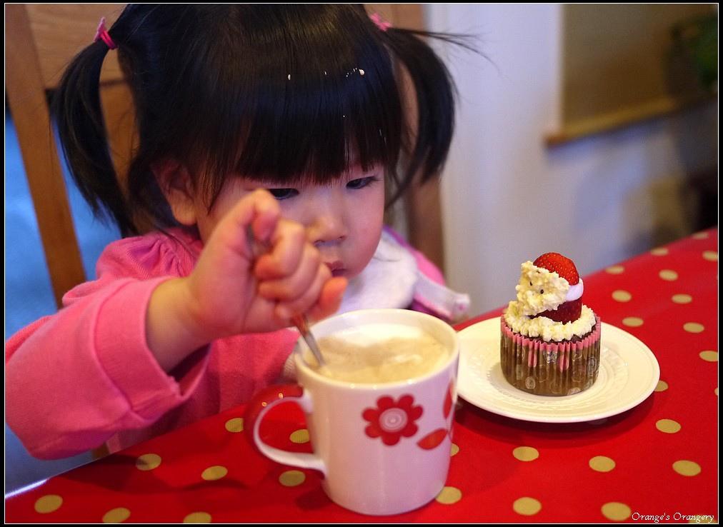 santa cup cake.jpg