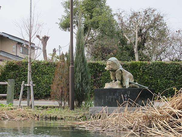 等爸媽的小孩雕像