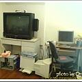 有2張不想收卻不得不收的桌子, 上面的電視也是某親戚的恩典牌