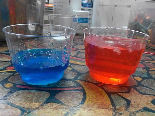 04 分兩杯 藍(原濃度) 紅(把水加滿)