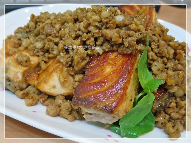 鮭魚炒肉燥2