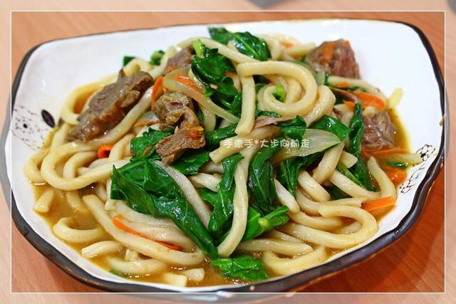 沙茶咖哩牛肉炒烏龍麵2