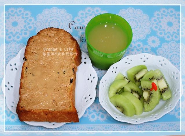 DAY18-花生厚片吐司+青森蘋果汁+奇異果.JPG
