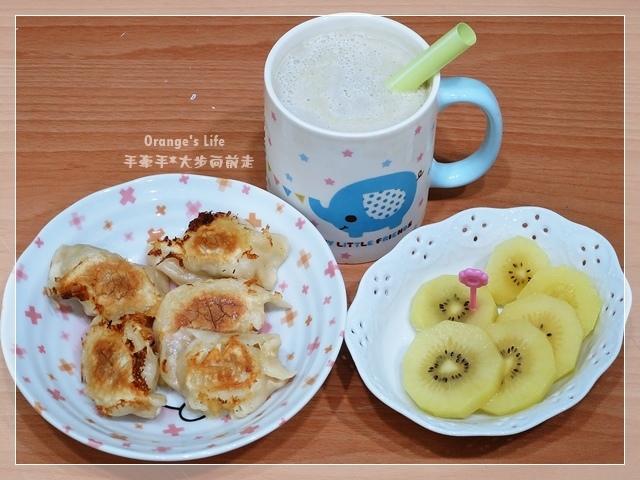 DAY17-煎餃+綠豆沙鮮奶+奇異果.JPG